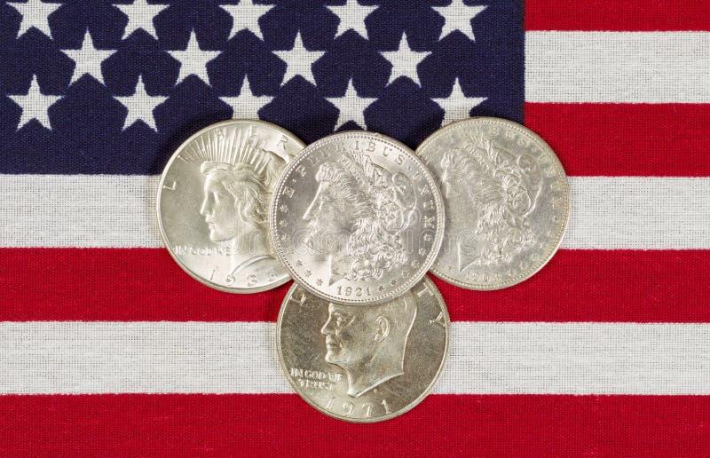 Αμερικανική ασημένια σημαία δολαρίων και των ΗΠΑ στοκ εικόνα