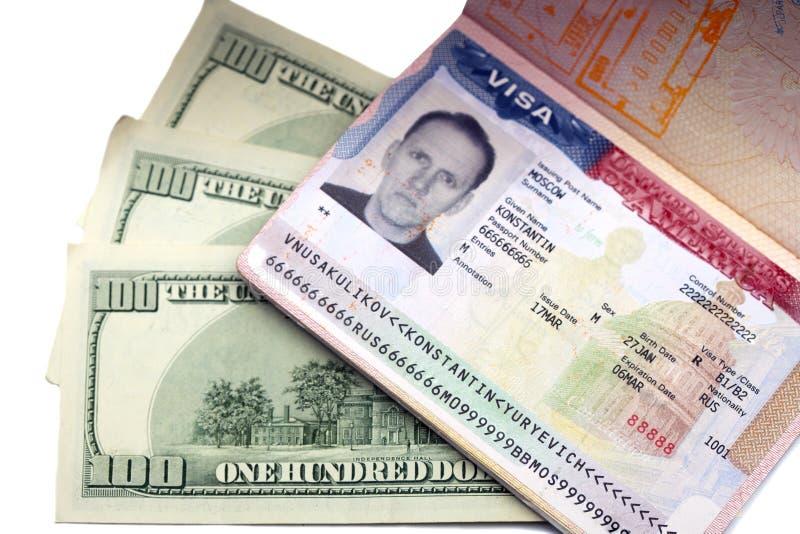 Αμερικανική θεώρηση στη σελίδα του ρωσικών διεθνών διαβατηρίου και των αμερικανικών δολαρίων στοκ εικόνα με δικαίωμα ελεύθερης χρήσης