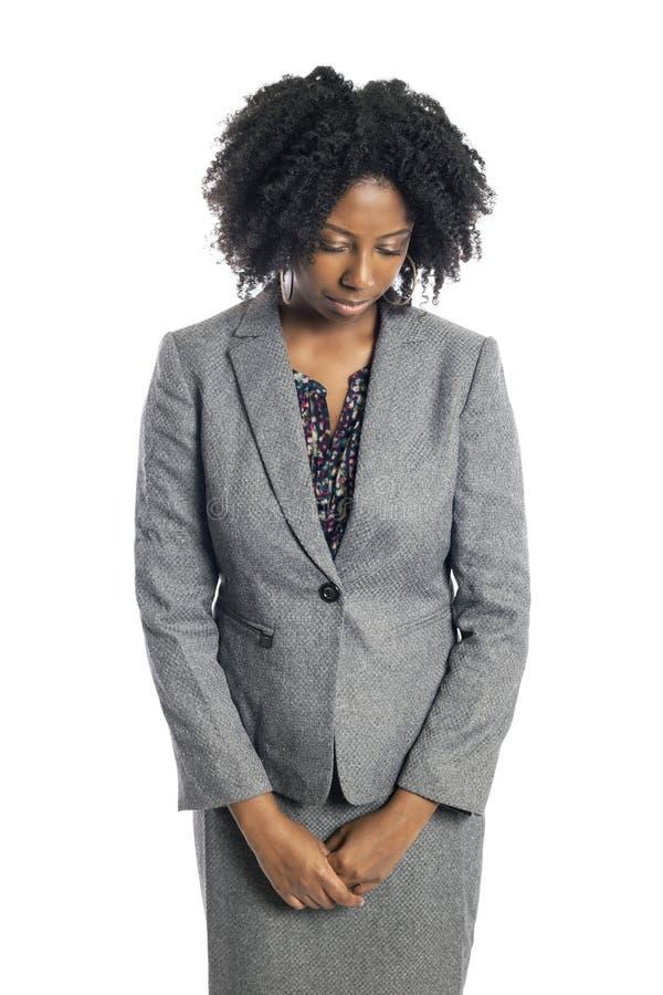 Αμερικανική θηλυκή επιχειρησιακή γυναίκα μαύρων Αφρικανών που φαίνεται λυπημένη και καταθλιπτική στοκ εικόνες