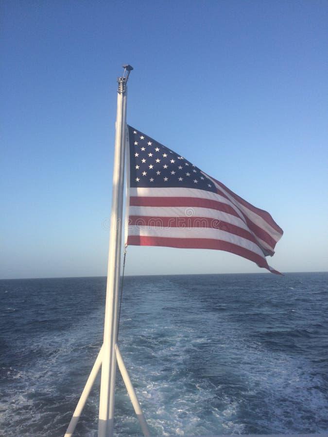 Αμερικανική σημαία εν πλω στοκ εικόνες