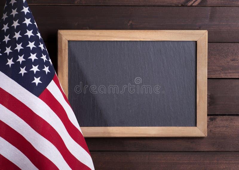 Αμερικανική σημαία με τον πίνακα στοκ φωτογραφία