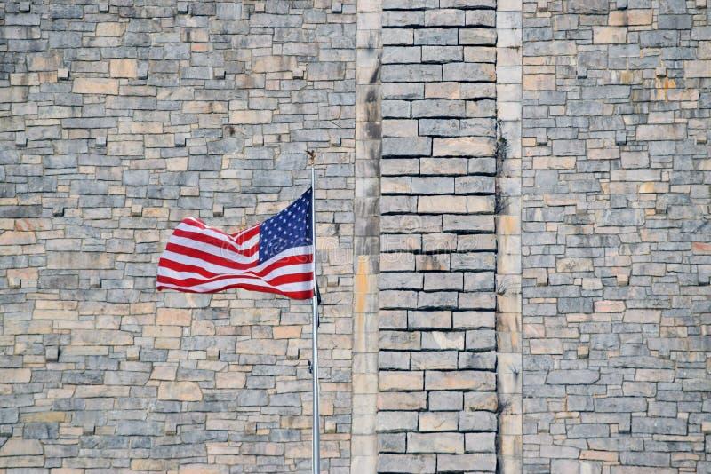 Αμερικανική σημαία με το φράγμα στοκ εικόνα