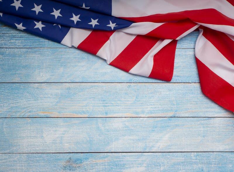Αμερικανική σημαία μπλε σε ξύλινο στοκ φωτογραφίες