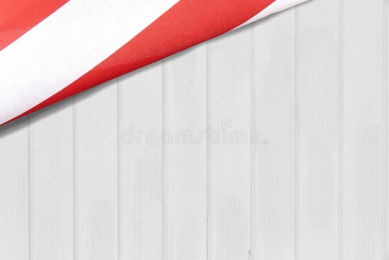 Αμερικανική σημαία σε έναν άσπρο τοίχο στοκ φωτογραφίες με δικαίωμα ελεύθερης χρήσης