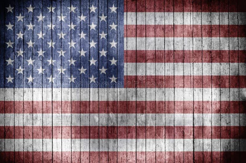Αμερικανική σημαία σε ένα ξύλινο υπόβαθρο ελεύθερη απεικόνιση δικαιώματος