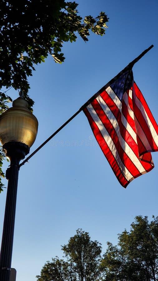 Αμερικανική σημαία σε Lightpole στοκ εικόνες με δικαίωμα ελεύθερης χρήσης