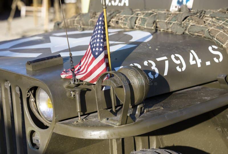 Αμερικανική σημαία στην κουκούλα ενός αυτοκινήτου WWII στοκ εικόνες