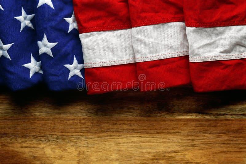 Αμερικανική σημαία στο ξύλο στοκ εικόνα