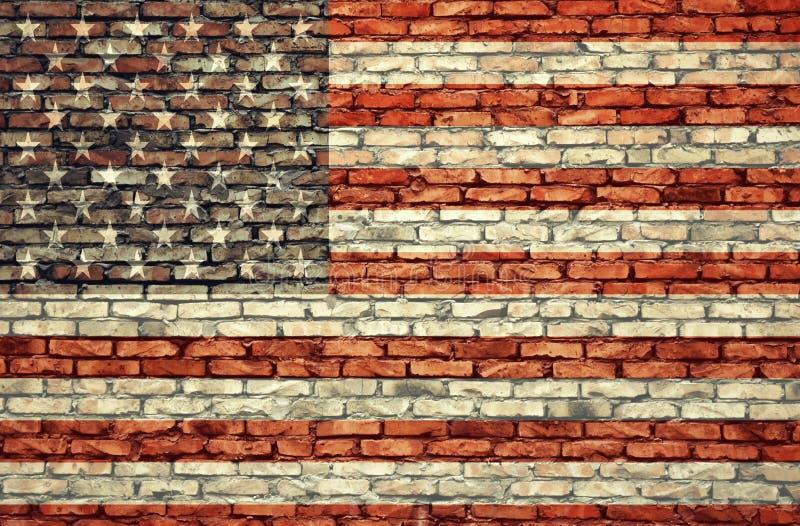 Αμερικανική σημαία στο τουβλότοιχο στοκ εικόνα με δικαίωμα ελεύθερης χρήσης