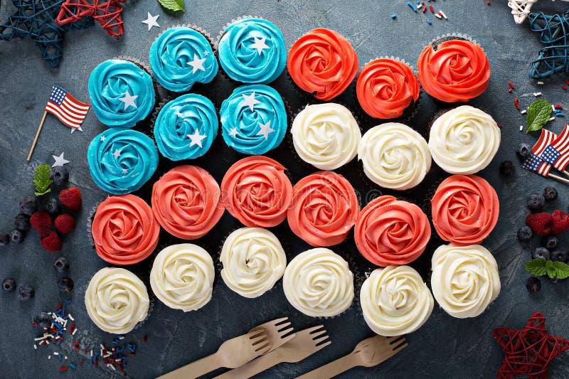 Αμερικανική σημαία cupcakes για 4ο του Ιουλίου στοκ φωτογραφίες