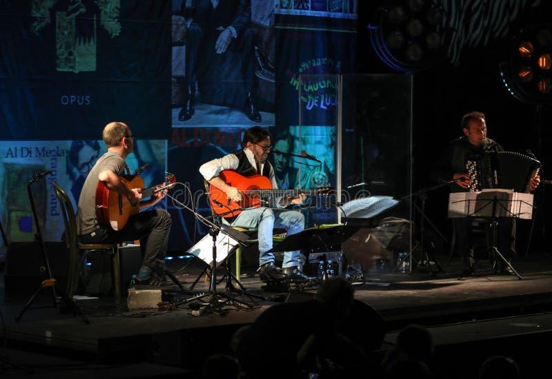 Αμερικανική τήξη τζαζ και λατινική εκτέλεση Al Di Meola κιθαριστών τζαζ ζωντανές στο Kijow Κεντρικό στάδιο στην Κρακοβία, Πολωνία στοκ φωτογραφίες