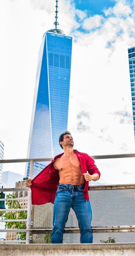 Αμερικανικό άτομο ισχυρού, Μεσαίωνα υγείας που ταξιδεύει στη Νέα Υόρκη στοκ εικόνες με δικαίωμα ελεύθερης χρήσης