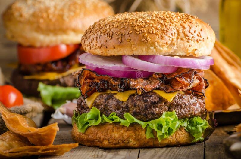 Αμερικανικό αγροτικό burger στοκ φωτογραφίες με δικαίωμα ελεύθερης χρήσης