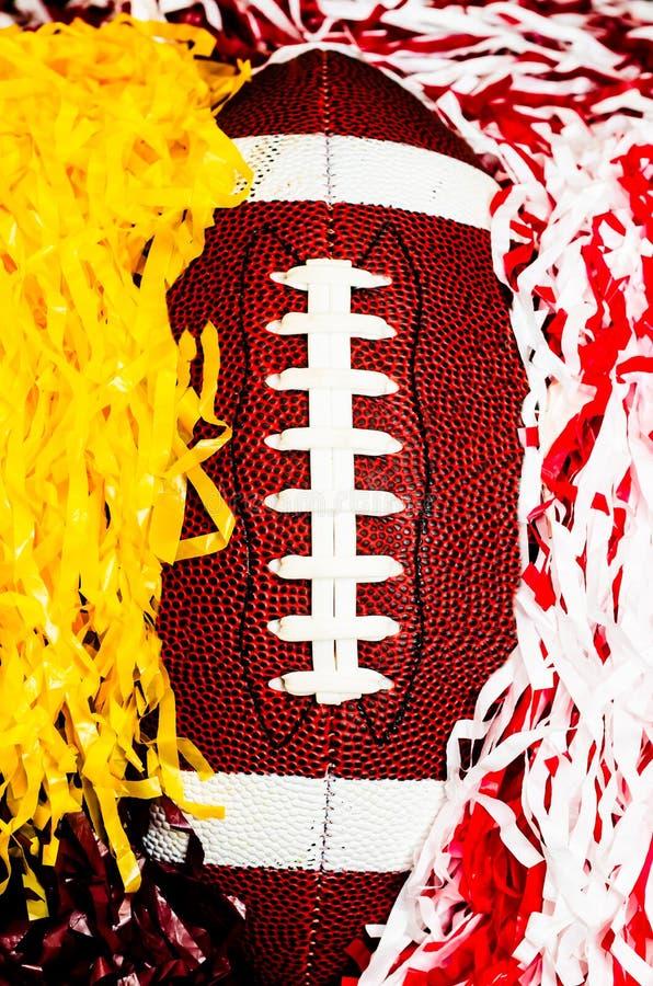 Αμερικανικό ποδόσφαιρο και Pom Poms στοκ εικόνα με δικαίωμα ελεύθερης χρήσης