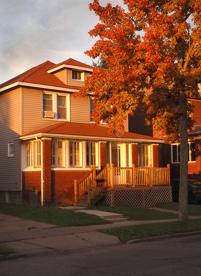 αμερικανικό σπίτι προαστ&iota στοκ εικόνα με δικαίωμα ελεύθερης χρήσης
