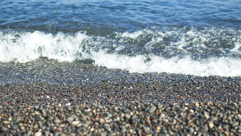 Αμμοχάλικο στην παραλία σε Santorini, Ελλάδα στοκ φωτογραφία