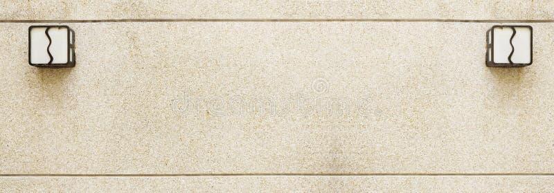 Αμμοχάλικο στον τοίχο με το λαμπτήρα στοκ φωτογραφία με δικαίωμα ελεύθερης χρήσης
