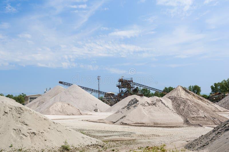Αμμοχάλικο εξαγωγής Λατομείο αμμοχάλικου Οικοδομική Βιομηχανία στοκ φωτογραφίες
