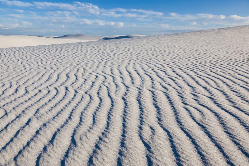 Αμμόλοφοι άμμου στο άσπρο εθνικό μνημείο άμμων [Νέο Μεξικό, ΗΠΑ] στοκ φωτογραφία με δικαίωμα ελεύθερης χρήσης