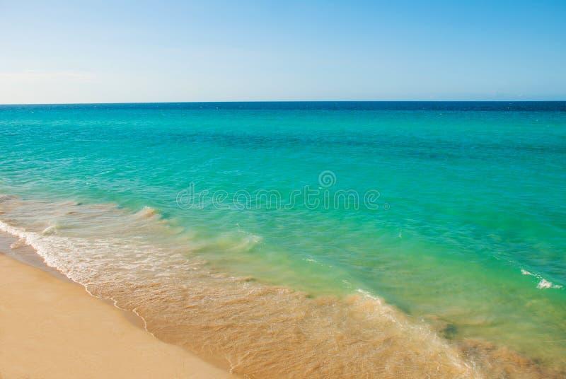 Αμμώδης παραλία Varadero Τοπίο παραδείσου με την τυρκουάζ θάλασσα και την άσπρη άμμο Κούβα στοκ φωτογραφία με δικαίωμα ελεύθερης χρήσης