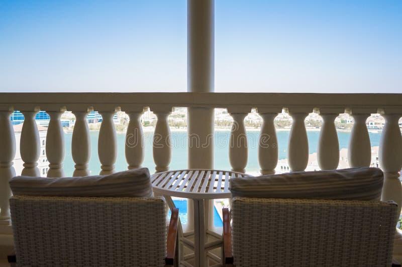 Αμπού Νταμπί Το καλοκαίρι 2016 Εξωραϊσμένη όαση στο ξενοδοχείο Ritz Carlton στοκ φωτογραφία