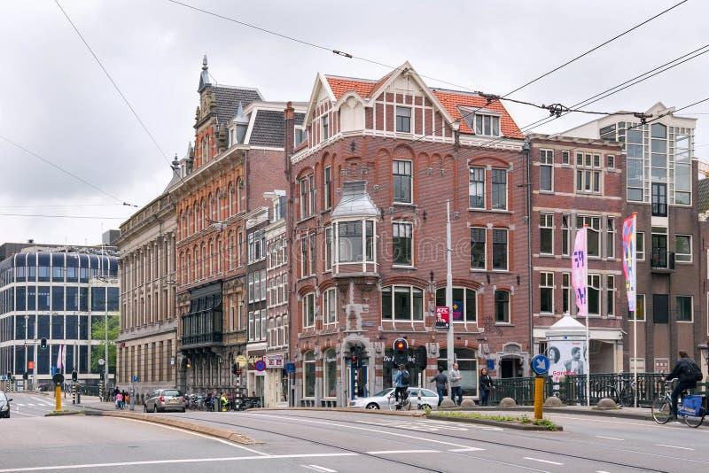 ΑΜΣΤΕΡΝΤΑΜ, ΚΑΤΩ ΧΏΡΕΣ - 25 ΙΟΥΝΊΟΥ 2017: Άποψη των ιστορικών κτηρίων στην οδό Raadhuisstraat στοκ φωτογραφίες με δικαίωμα ελεύθερης χρήσης
