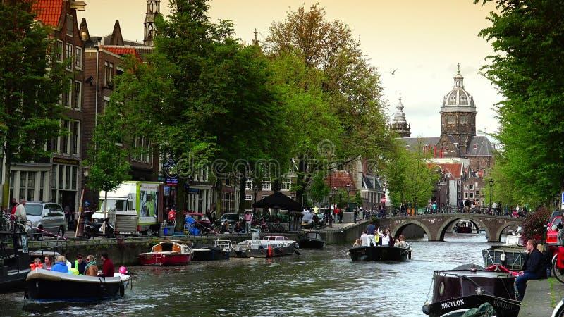 ΑΜΣΤΕΡΝΤΑΜ, ΚΑΤΩ ΧΏΡΕΣ: Κεντρικός σταθμός τρένου του Άμστερνταμ στο Άμστερνταμ ΥΠΕΡΒΟΛΙΚΟ HD 4K, πραγματικό - χρόνος απόθεμα βίντεο