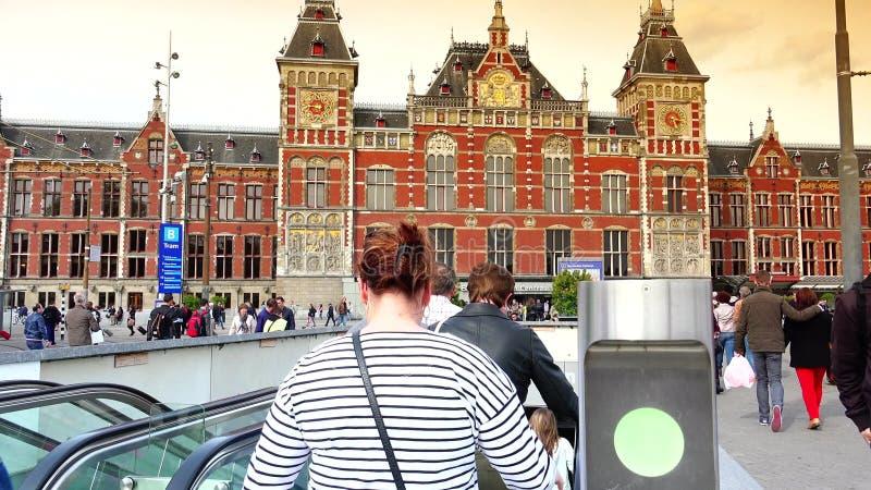 ΑΜΣΤΕΡΝΤΑΜ, ΚΑΤΩ ΧΏΡΕΣ: Κεντρικός σταθμός τρένου του Άμστερνταμ στο Άμστερνταμ ΥΠΕΡΒΟΛΙΚΟ HD 4K, πραγματικό - χρόνος φιλμ μικρού μήκους