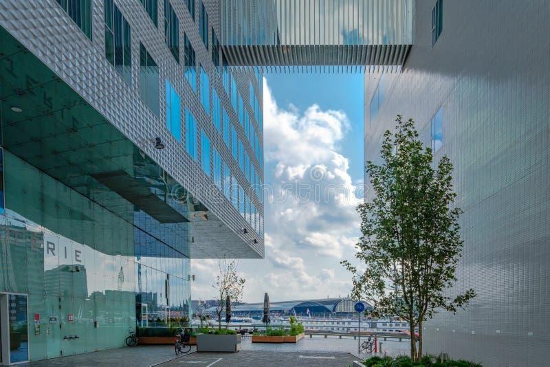 ΑΜΣΤΕΡΝΤΑΜ, οι ΚΑΤΩ ΧΏΡΕΣ - 3 Σεπτεμβρίου 2017: Σύγχρονη αρχιτεκτονική του γραφείου για το Δικαστήριο στο Άμστερνταμ στοκ φωτογραφίες