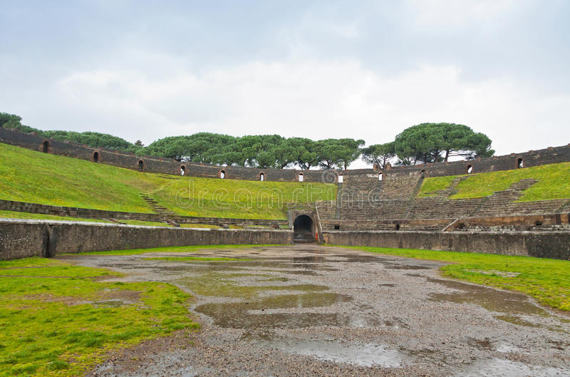 Αμφιθέατρο στην αρχαία ρωμαϊκή πόλη της Πομπηίας, Ιταλία στοκ φωτογραφία