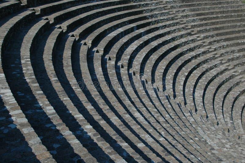 Download αμφιθέατρο στοκ εικόνα. εικόνα από grecian, down, ποιητικός - 383269