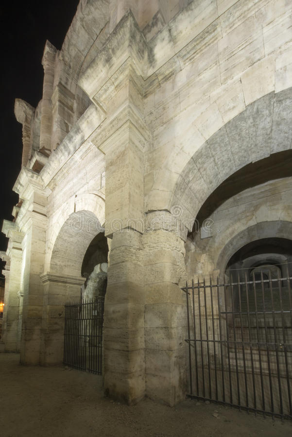 Αμφιθέατρο Arles τη νύχτα, Γαλλία στοκ φωτογραφία
