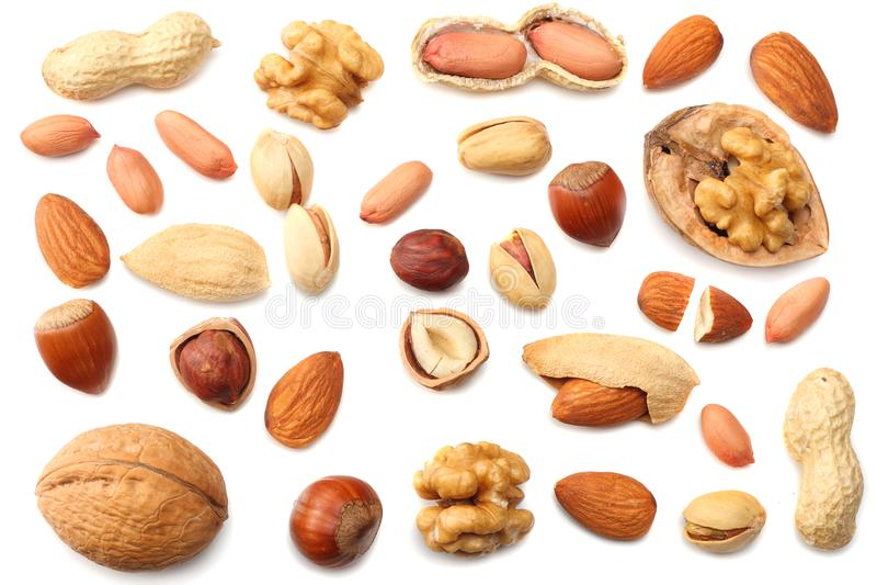 αμύγδαλα μιγμάτων, καρύδια των δυτικών ανακαρδίων, φουντούκι, φυστίκια, ξύλα καρυδιάς, φυστίκι που απομονώνεται στο άσπρο υπόβαθρ στοκ φωτογραφία