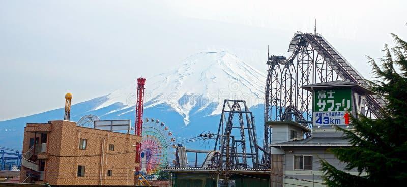 ΑΜ Φούτζι και το Φούτζι-q πάρκο, Ιαπωνία στοκ εικόνες