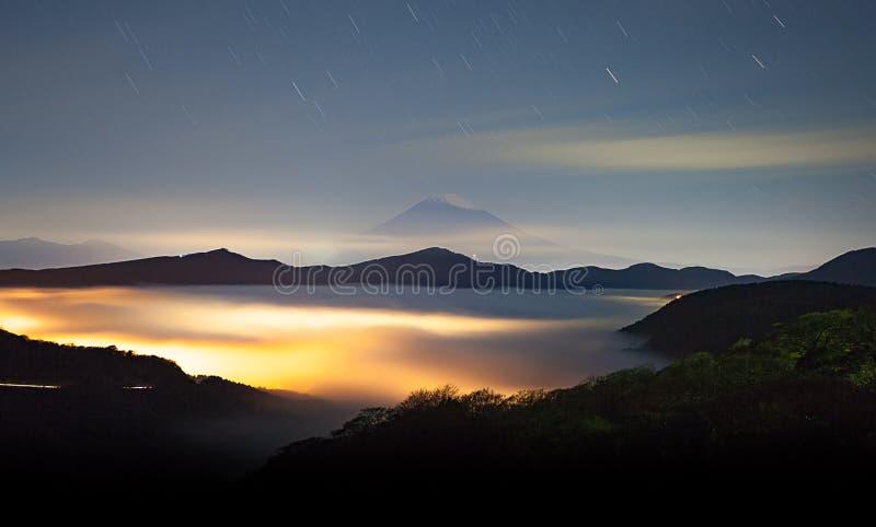 ΑΜ fuji και θάλασσα της υδρονέφωσης επάνω από το ashi λιμνών σε Hakone στοκ φωτογραφία