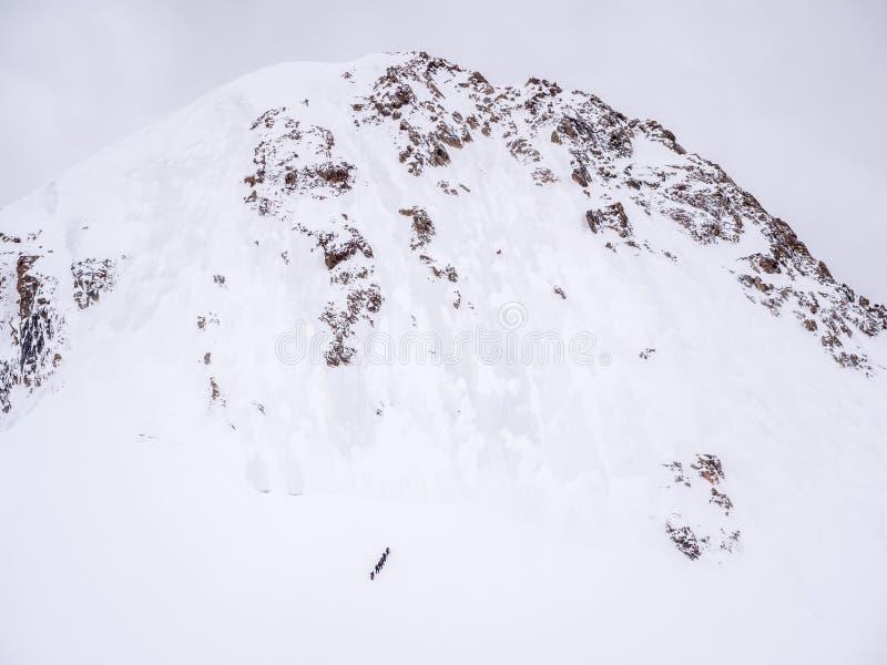 Ανάβαση ομάδων ορειβατών στοκ φωτογραφία