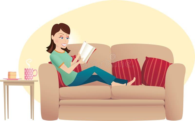 Ανάγνωση γυναικών στον καναπέ διανυσματική απεικόνιση