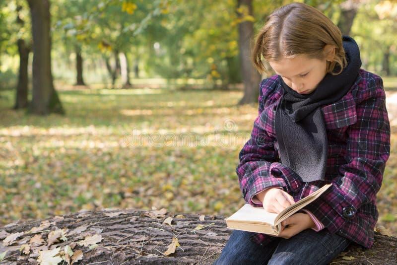 ανάγνωση στοκ φωτογραφίες