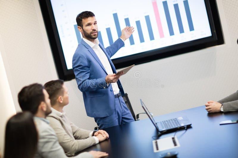 Ανάλυση στοιχείων και στατιστικές στη συνεδρίαση Συμβουλίου στοκ εικόνες με δικαίωμα ελεύθερης χρήσης