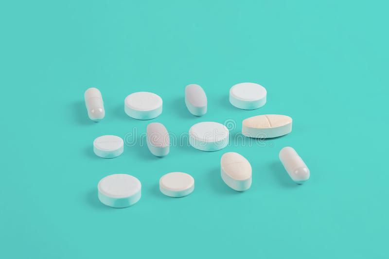 Ανάμεικτα φαρμακευτικά άσπρα χάπια ιατρικής, ταμπλέτες στοκ εικόνες με δικαίωμα ελεύθερης χρήσης