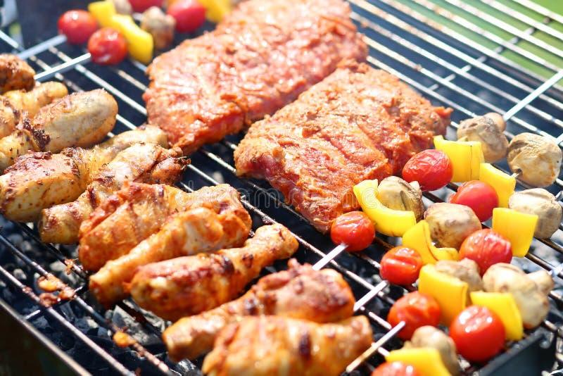 Ανάμεικτο κρέας bbq στη σχάρα στοκ φωτογραφία με δικαίωμα ελεύθερης χρήσης