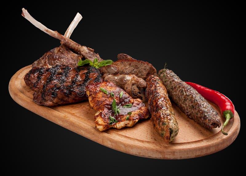 Ανάμεικτο τηγανισμένο κρέας σε έναν ξύλινο πίνακα στοκ εικόνες