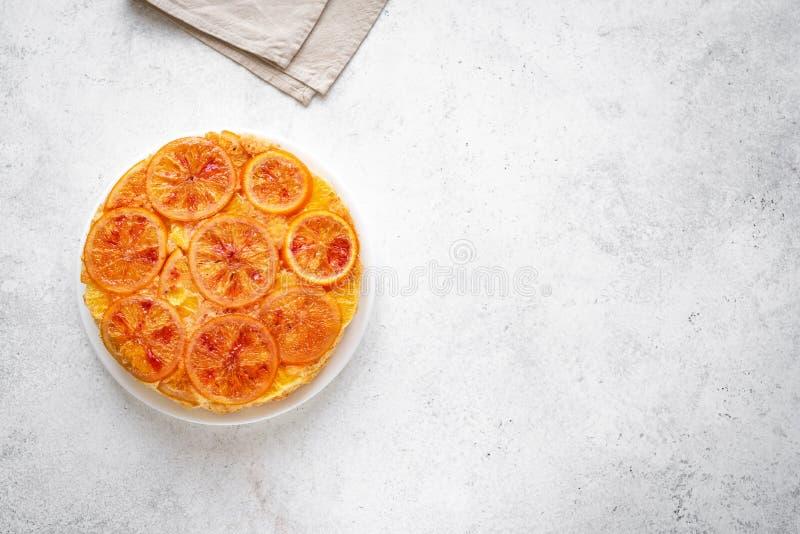 Ανάποδο πορτοκαλί κέικ στοκ εικόνα