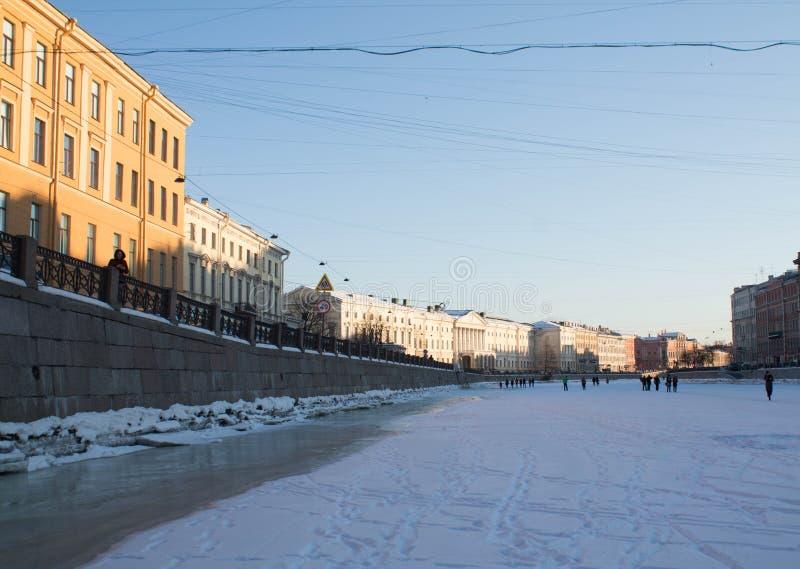 Ανάχωμα γρανίτη του ποταμού Fontanka στη Αγία Πετρούπολη, Ρωσία στοκ φωτογραφία με δικαίωμα ελεύθερης χρήσης