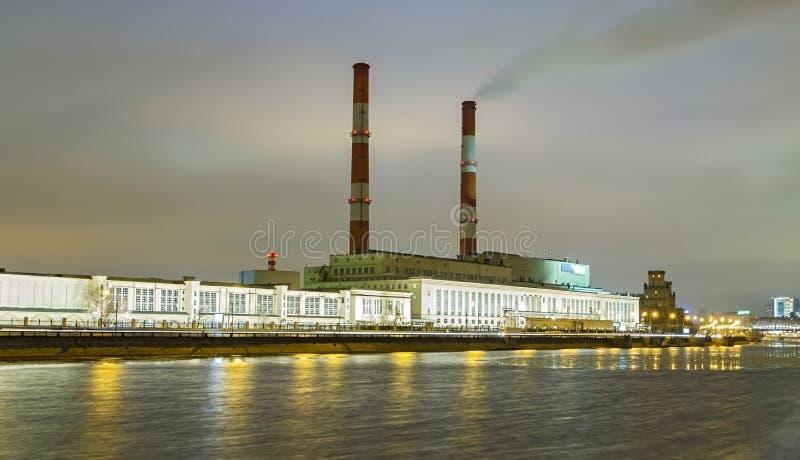 Ανάχωμα Berezhkovskaya και εγκαταστάσεις παραγωγής ενέργειας στη Μόσχα στοκ φωτογραφία με δικαίωμα ελεύθερης χρήσης