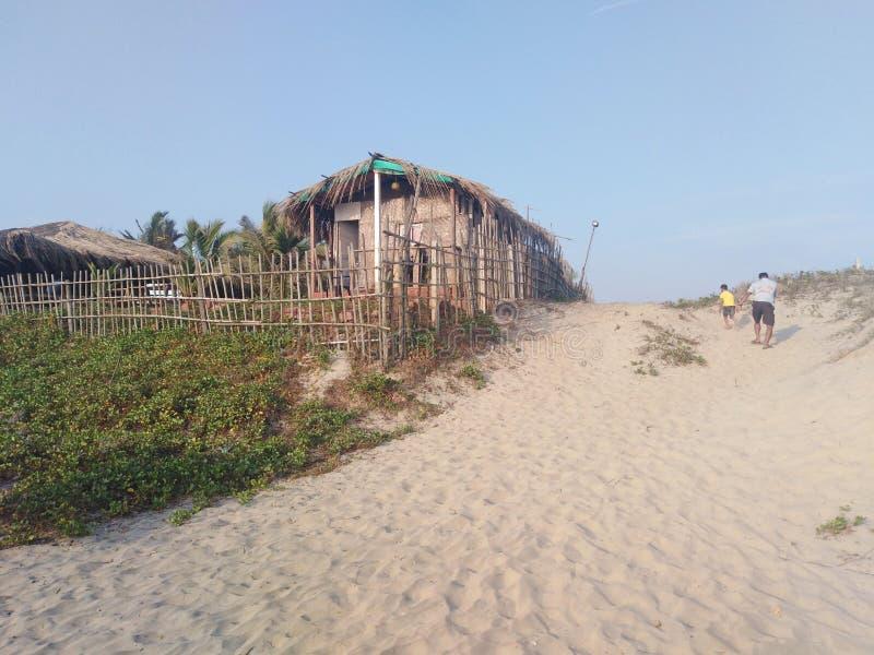 Ανέξοδες καλύβες πανσιόν ξενοδοχείων στο χωριό Morjim, Goa, Ινδία στοκ εικόνα με δικαίωμα ελεύθερης χρήσης