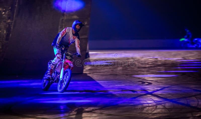 Αναβάτης ακροβατικής επίδειξης μοτοσικλετών, Autosport διεθνές το 2016 στοκ φωτογραφία με δικαίωμα ελεύθερης χρήσης