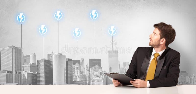 Αναγγέλλων που παρουσιάζει την κατανάλωση ενέργειας πόλεων στοκ εικόνα με δικαίωμα ελεύθερης χρήσης
