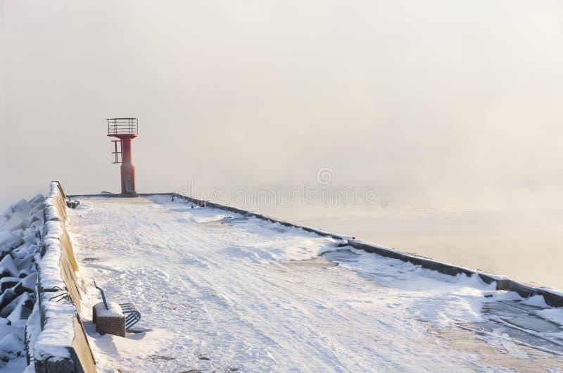 Αναγνωριστικό σήμα και πάγκος στο χιονώδη τυφλοπόντικα στοκ φωτογραφίες με δικαίωμα ελεύθερης χρήσης