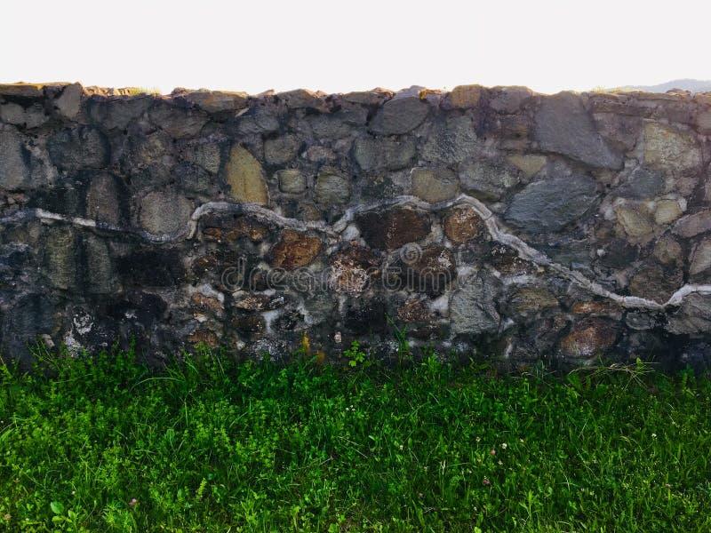 Αναδημιουργημένος τοίχος από το αμφιθέατρο του ρωμαϊκού castrum Porolissum από την Τρανσυλβανία, Ρουμανία στοκ εικόνες